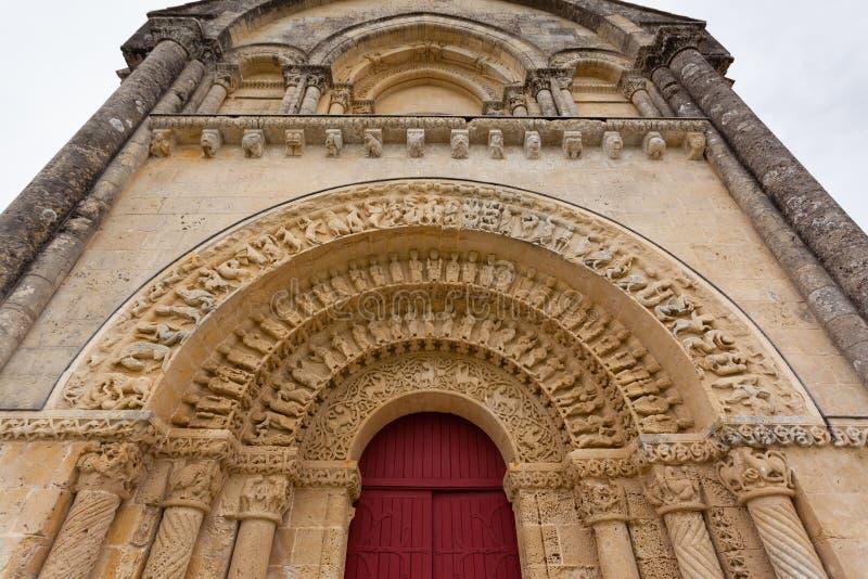 Südtür von Kirche Aulnay de Saintonge lizenzfreies stockbild