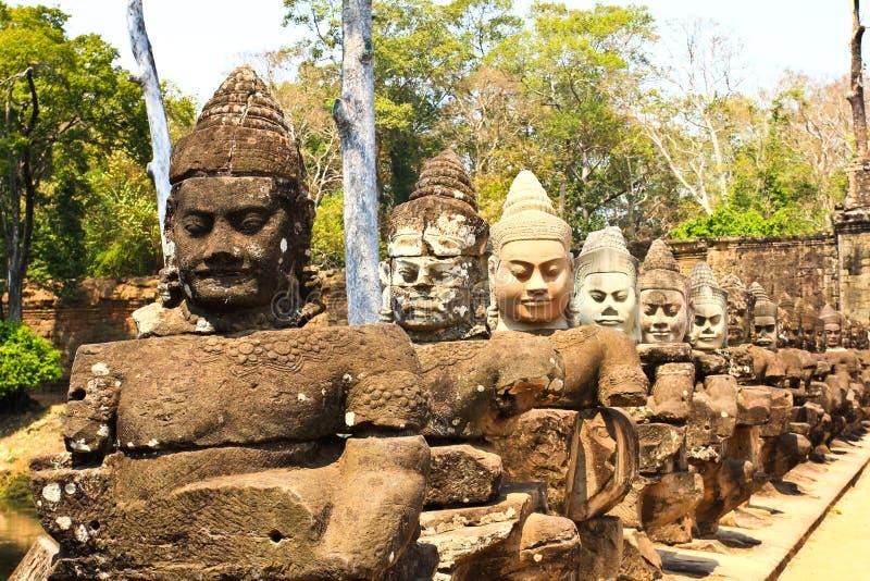 Südtor nach Angkor Thom in Kambodscha stockbilder