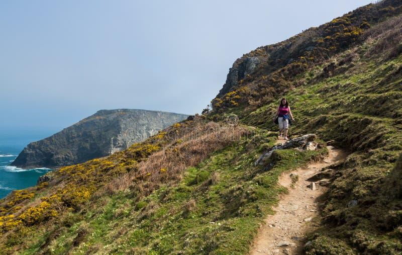 Südwestküstenweg nahe Tintagel Cornwall stockfotos