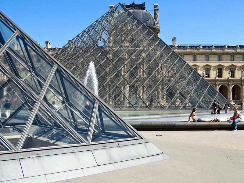 Sąd Napoleon w louvre w Paryż fotografia stock