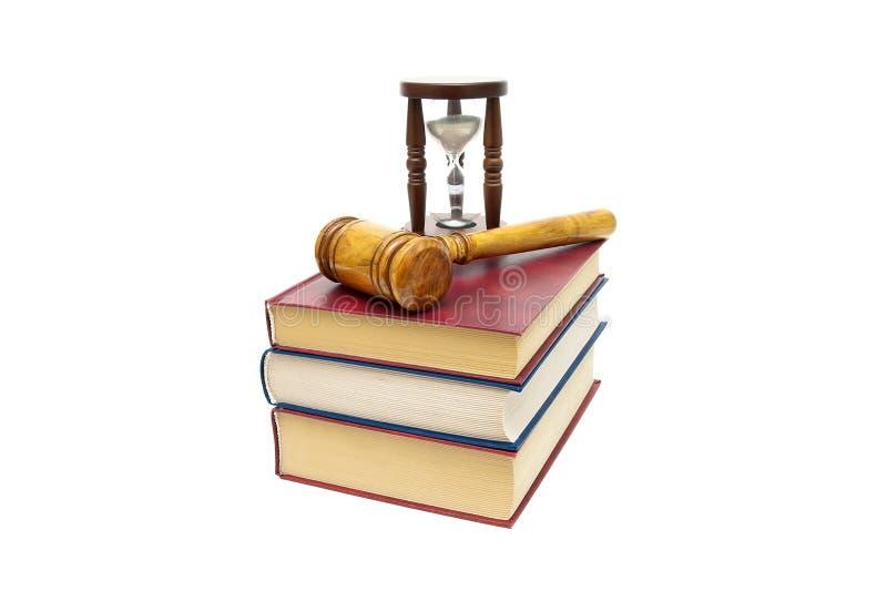 Sądzi młoteczek, książki i hourglass odizolowywającymi na białym tle, fotografia stock