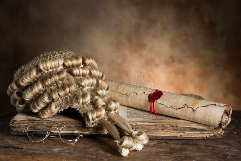 Sędzia peruki i książki obrazy stock