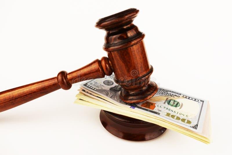 Sędziego lub licytatora młoteczek na gotówkowym pieniądze obrazy stock