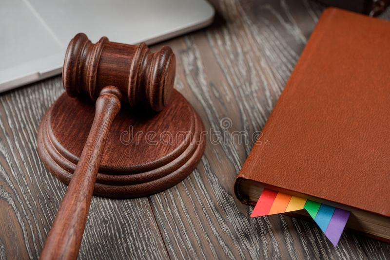 Sędziego młoteczek i prawo książka obrazy royalty free
