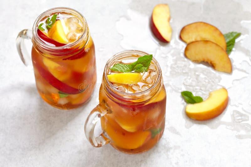 Słój brzoskwini herbata obraz stock
