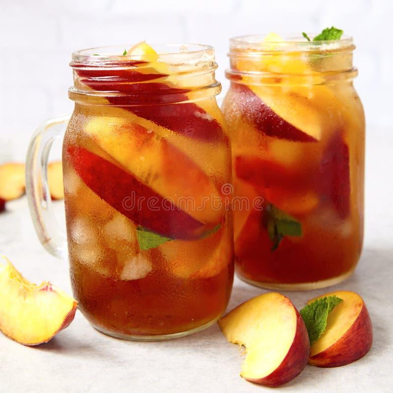 Słój brzoskwini herbata obraz royalty free