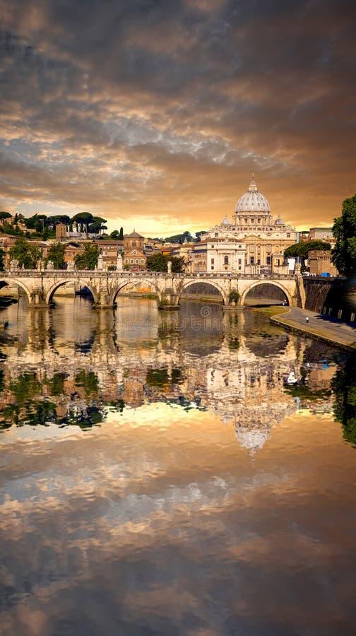 Download Sławna Bazylika Di San Pietro W Watykan, Rzym, Włochy Zdjęcie Stock - Obraz złożonej z panorama, anioł: 41955306