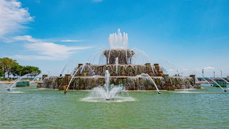 Sławna Buckingham fontanna przy Chicagowskim Grant parkiem CZERWIEC 11, 2019 - CHICAGO, usa - obraz royalty free