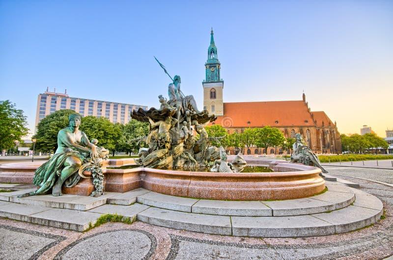 Sławna fontanna na Alexanderplatz w Berlin, Niemcy obraz royalty free
