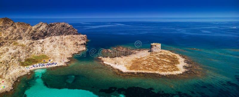 Sławna losu angeles Pelosa plaża z Torre della Pelosa na Sardinia wyspie, Włochy obrazy stock