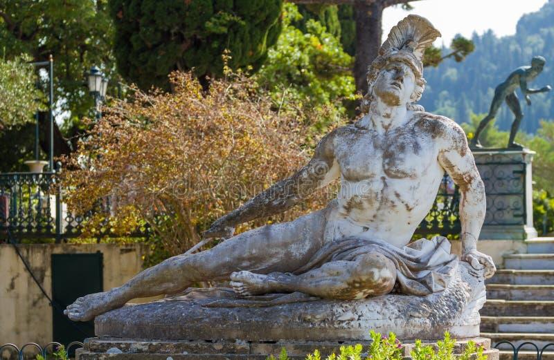 Sławna statua Ranił Achilles w ogródzie Achillion pałac obrazy royalty free