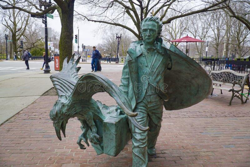 Sławna tajemnica Edgar Allan Poe autor Boston w BOSTON MASSACHUSETTS, KWIECIEŃ, - 3, 2017 - miedziana statua - fotografia stock