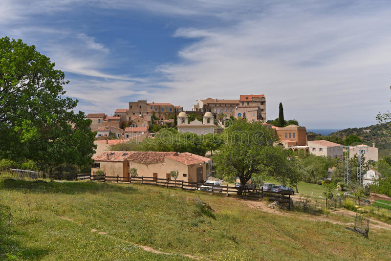Sławnego szczytu Korsykańska wioska Pigna w Balagne regionie zdjęcia stock