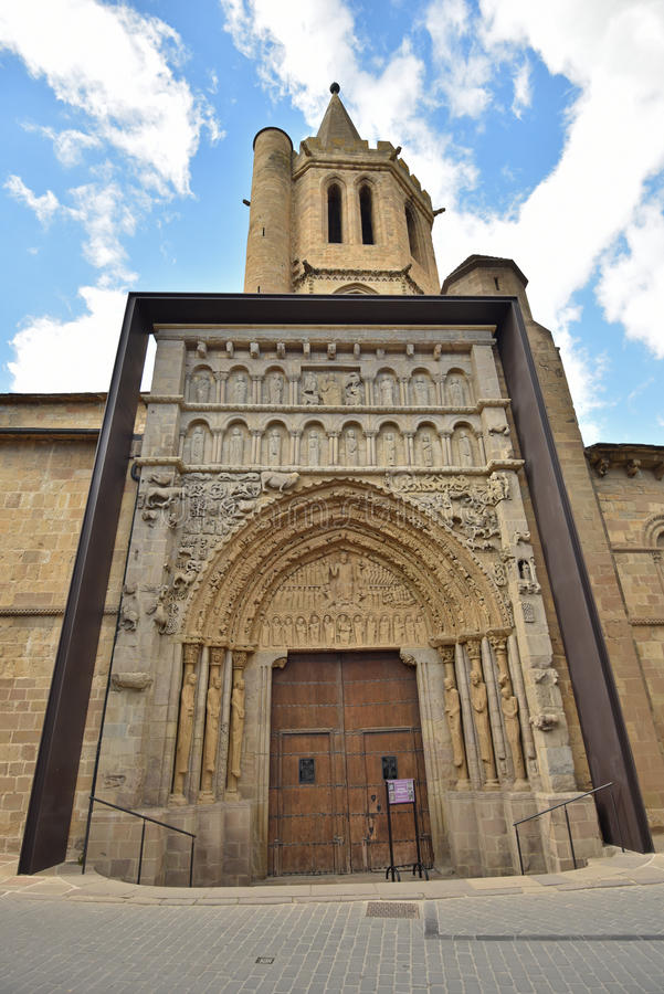 Sławni kościół antyczny Hiszpański grodzki Sanguesa zdjęcia stock