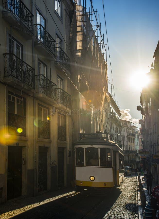 Sławny żółty tramwaj w Lisbon, Portugalia obrazy stock