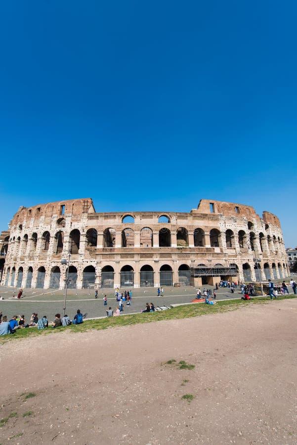 Sławny colosseum na jaskrawym zdjęcie stock