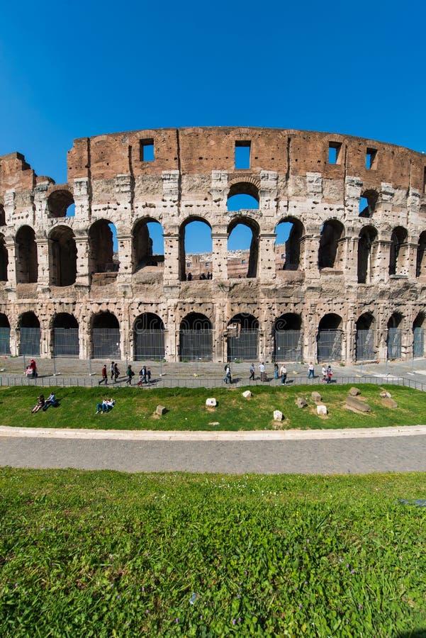 Sławny colosseum na jaskrawym zdjęcia royalty free