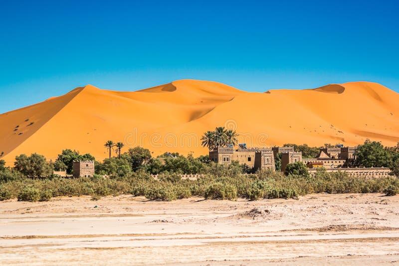 Sławny diuna erg Chebbi w Maroko, blisko Merzouga obraz stock