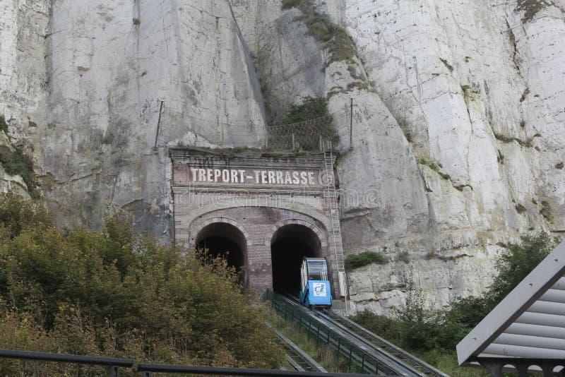 Sławny funicular dla turysty w Le Treport blisko Dieppe, Normandy, Francja zdjęcia stock