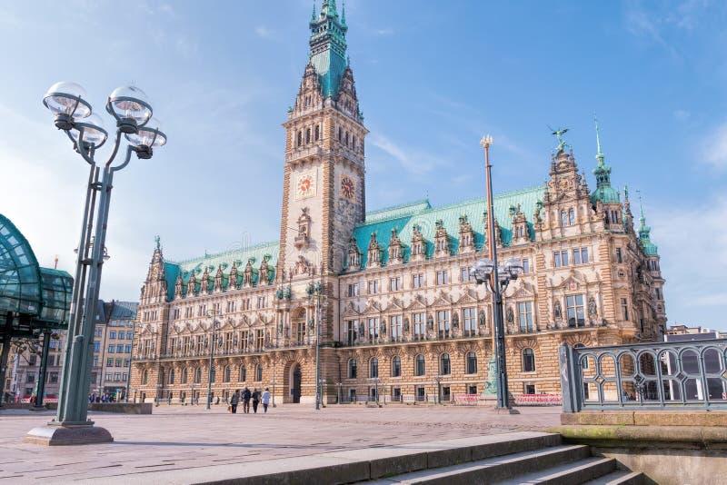 Sławny Hamburski urząd miasta z Rathausmarkt kwadratem fotografia stock