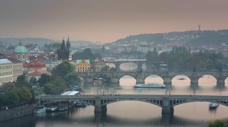 Sławny ikonowy wizerunek Charles most, Praga, republika czech fotografia stock