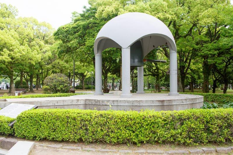 Sławny pokoju dzwon w pokoju Memorial Park w Hiroszima obraz royalty free