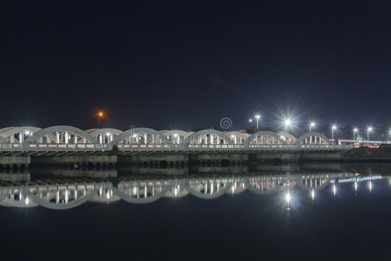 Sławny punktu zwrotnego Napier most w Chennai, India, budujący nad Coovum rzeką fotografia stock
