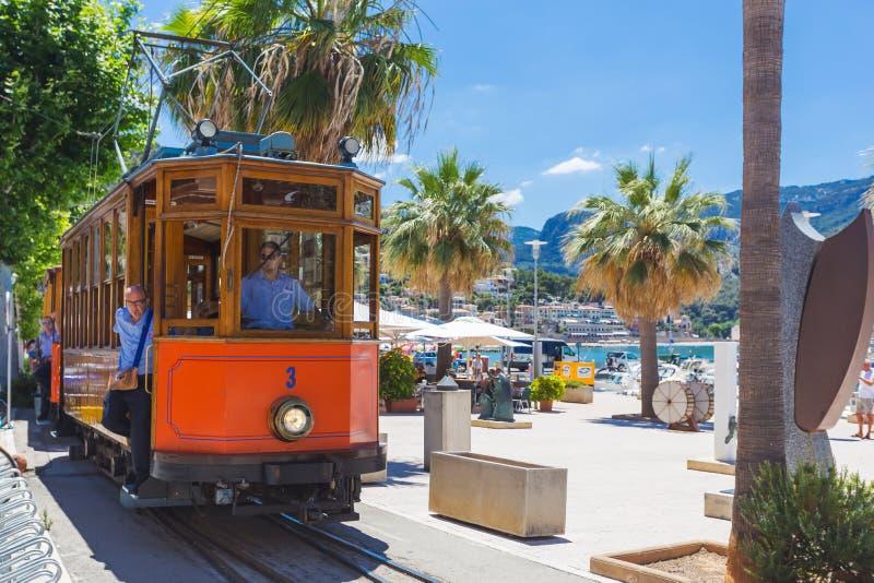Sławny retro pociąg dla turystów iść od Palmy de Mallorca Soller, Hiszpania fotografia stock