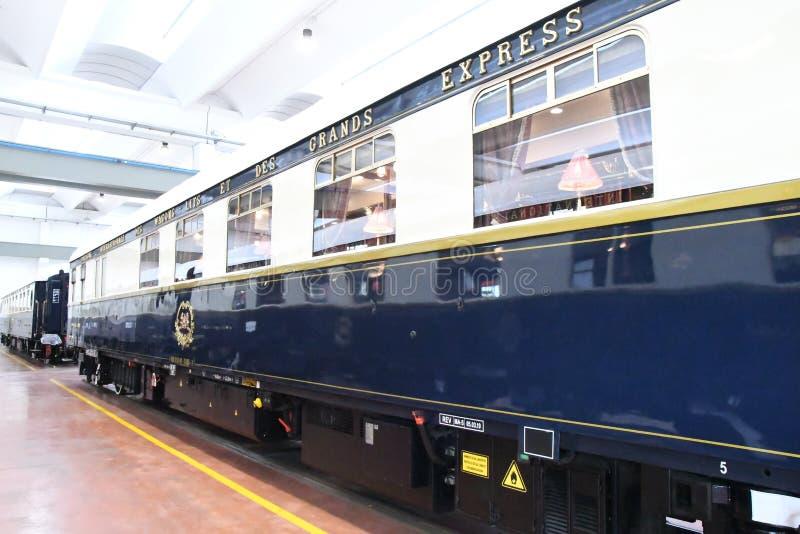 Sławny Ukierunkowywa pociąg ekspresowego zdjęcia stock