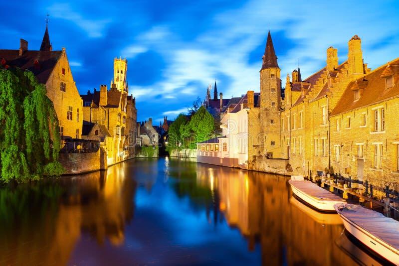 Sławny widok Bruges przy nocą obrazy stock