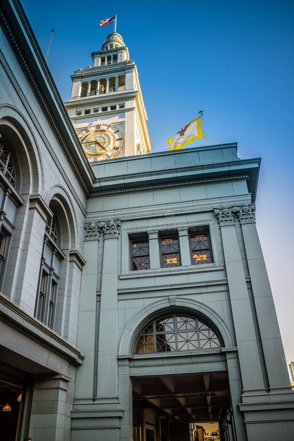 Sławny zegarowy wierza wzdłuż portu San Francisco zdjęcie stock