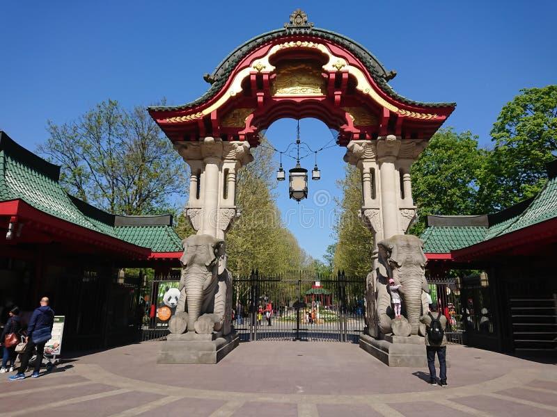 Słoń bramy wejście Berliński Zoologiczny ogród zdjęcia stock