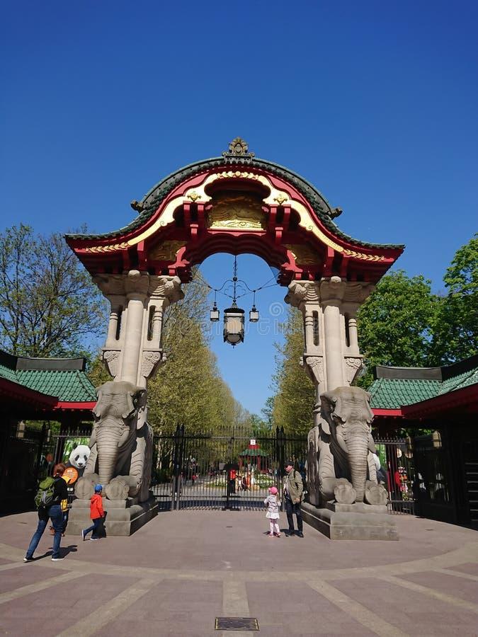 Słoń bramy wejście Berliński Zoologiczny ogród obraz stock