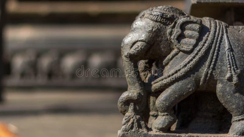 Słoń statua - częsciowo rujnująca obrazy royalty free