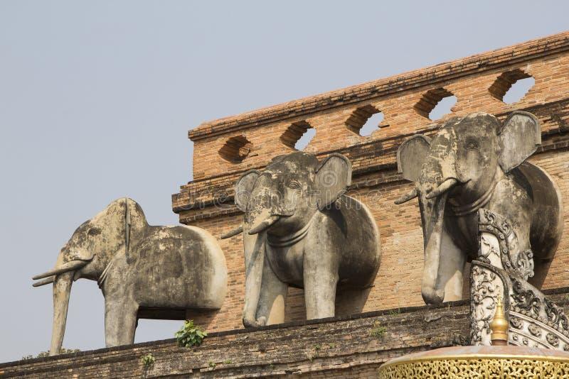 Słoń statuy dekorowali na ścianie antyczna świątynia obrazy royalty free