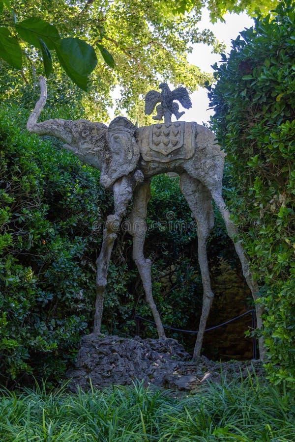 Słoń w ogródzie galówka obraz royalty free