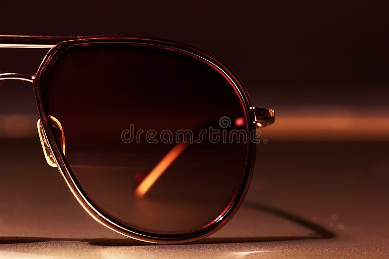 Słońc szkła na stołowym zakończeniu zdjęcia royalty free