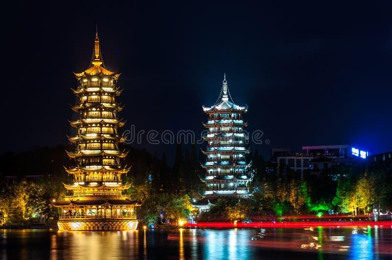 Słońca i księżyc pagody, Shan jezioro, Guilin, Chiny zdjęcie royalty free