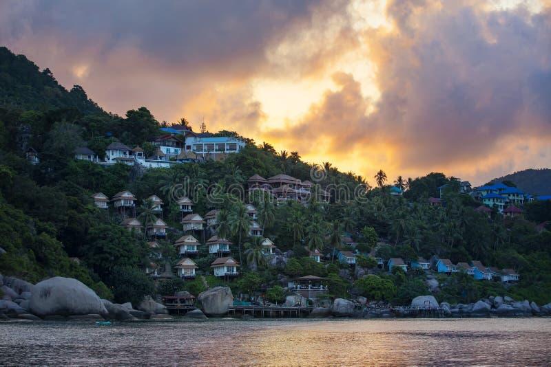 Słońca powstający niebo za koh Tao wyspą najwięcej popularnego podróżnego dest obraz royalty free