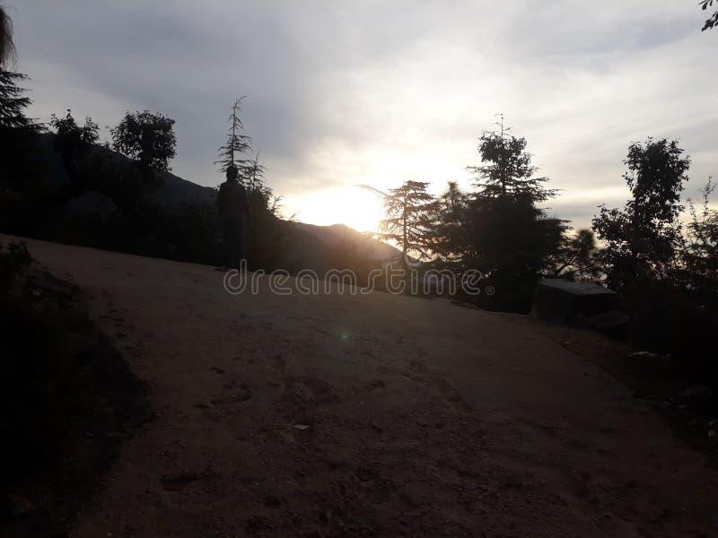 Słońca Triund Ustalony wzgórze obrazy stock