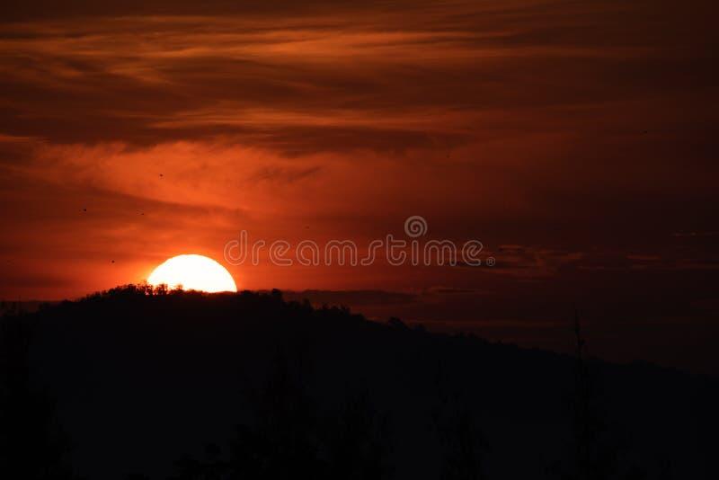 Słońca wydźwignięcie za od góry fotografia stock