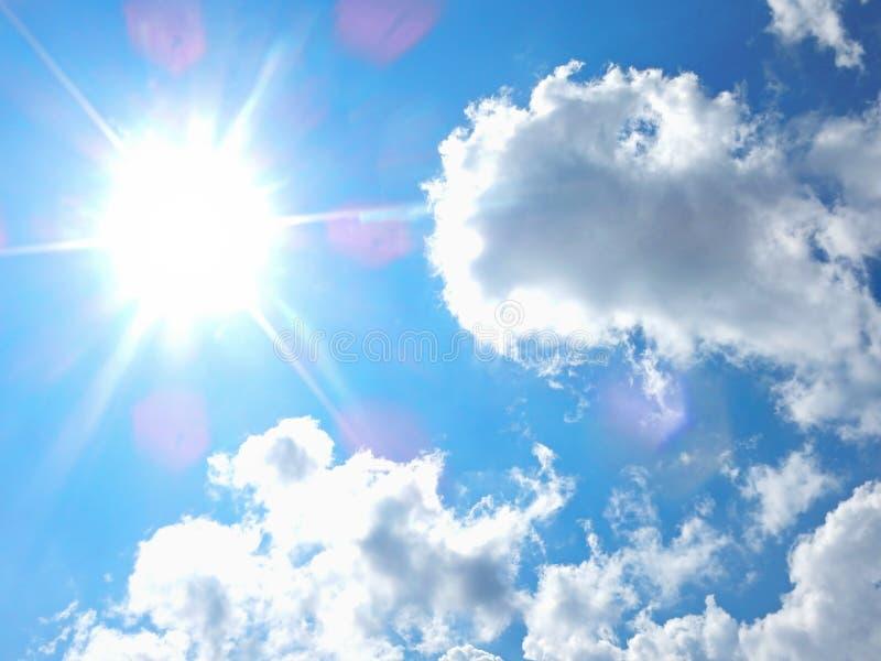 Słońce I Chmury zdjęcia stock