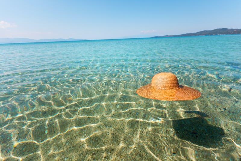 Słońce kapelusz w morzu obrazy stock
