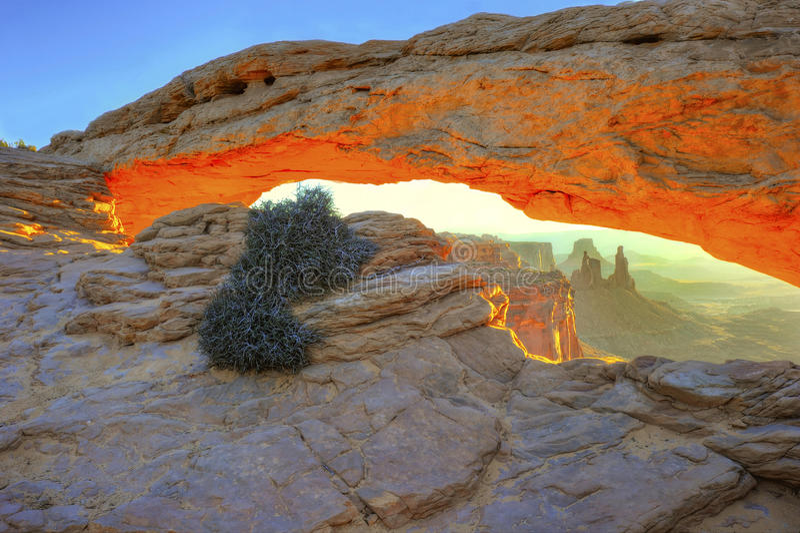 Słońce mes powstający łuk, łuki parki narodowi, Utah, usa zdjęcie stock