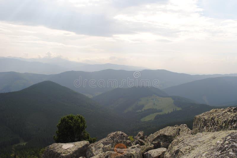 Słońce, niebo, chmury, nieskończoność, przestrzeń, Carpathians fotografia stock
