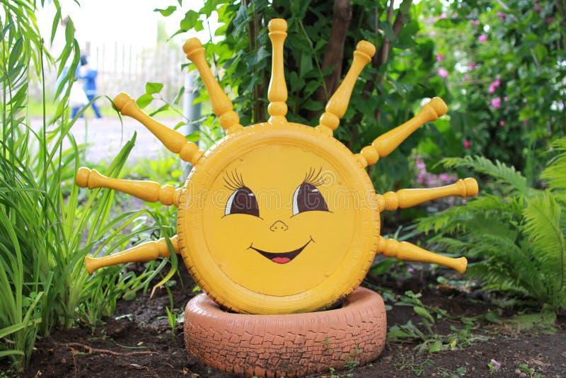 Słońce od opon w jardzie fotografia royalty free