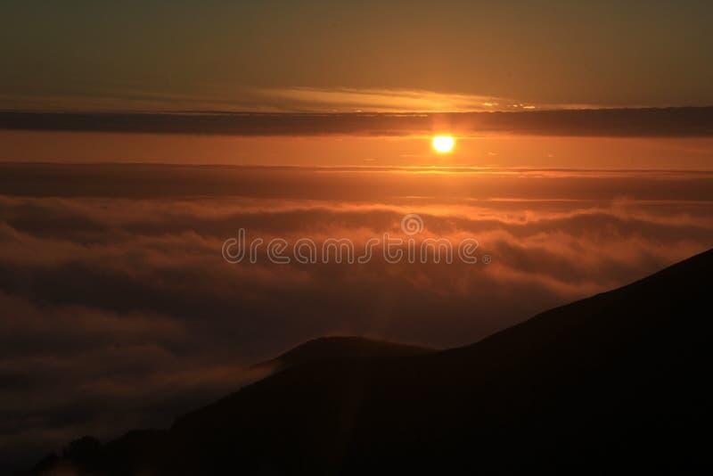 Słońce osiąga szczyt obraz royalty free