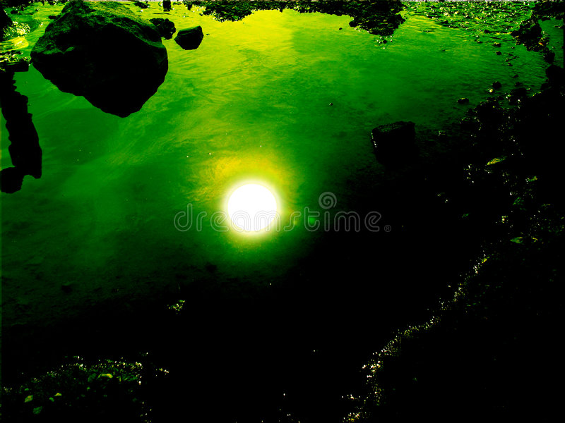 słońce pod wodą obrazy royalty free