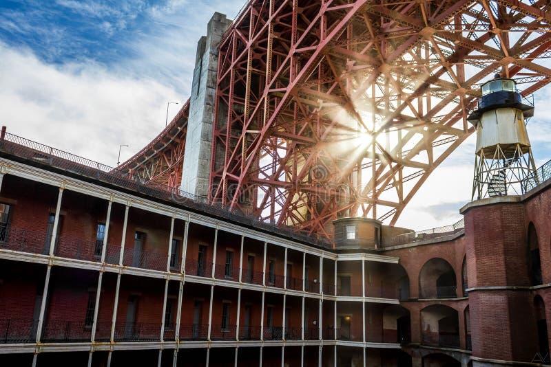 Słońce przez mosta zdjęcia royalty free