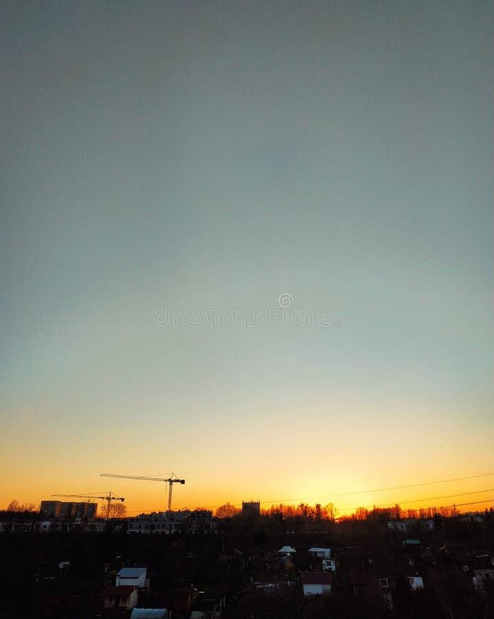 Słońce puszek i śledzony miasto zdjęcie royalty free